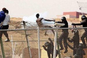 إسبانيا تعتقل مئات المهاجرين بعد إقتحامهم لحدودها مع المغرب