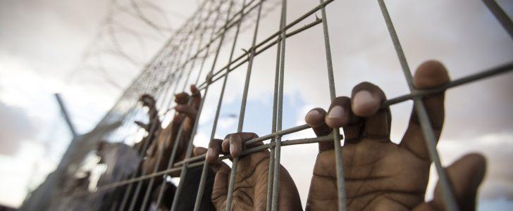 حفل مساجين خارج السجن بتونس !