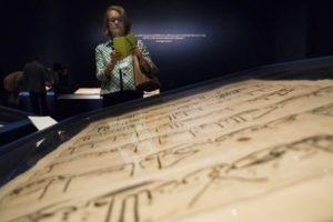 """معرض """"فن القرآن"""" في واشنطن، تصحيح المغالطات الراسخة بعقول الأمريكيين"""