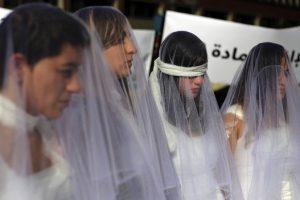 في لبنان فستاين زفاف ولكنها ملطخة بالدماء .. ما الأمر ؟
