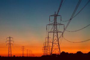 تفاقم أزمة الكهرباء بغزة وفلسطينيون يحملون فتح المسؤلية