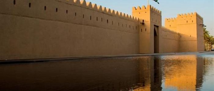 قصر المويجعي يشهد أولى فعاليات برنامج العين الثقافي ضمن مجموعة امسيات ادبية