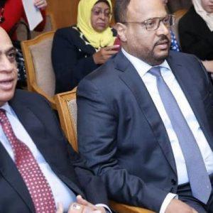 منح الشيخ الدكتور سلطان بن محمد القاسمي لدوره الكبير في دعم الحراك الشعري
