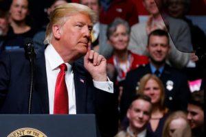 الرئيس الأمريكي يتعهد بمحاربة قرار القضاء الأأمريكي تعليق مرسومه حول حظر السفر
