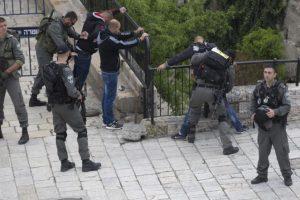 استشهاد شاب فلسطيني بالبلدة القديمة بالقدس على أيدي جنود إسرائيليين بزعم تنفيذ عملية طعن