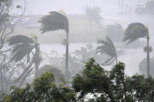 إعصار ديبي يغلق المدارس ويقطع الكهرباء في ولاية كوينزلاند الأسترالية
