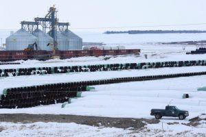 ترامب يخالف سلفه السابق باراك أوباما ويوافق على انشاء الخط أنابيب النفط مع كندا