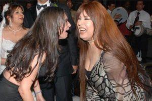 رد فعل دينا على قرار عودة فيفي عبده للرقص الشرقي