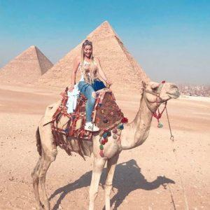نسرين طافش تقضي إجازة العيد في الأهرامات
